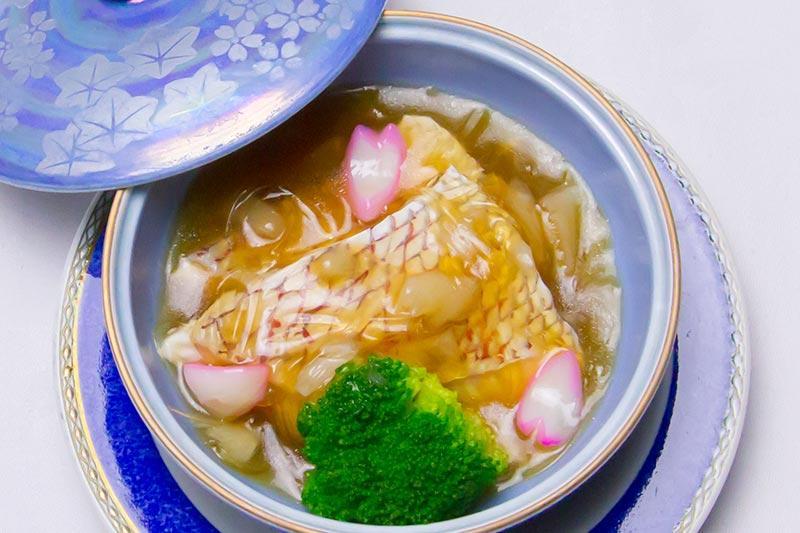 白身魚とフカヒレの餡かけ煮込み