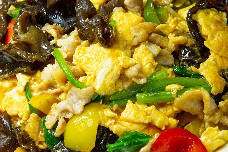 豚ばら肉と卵の炒め物